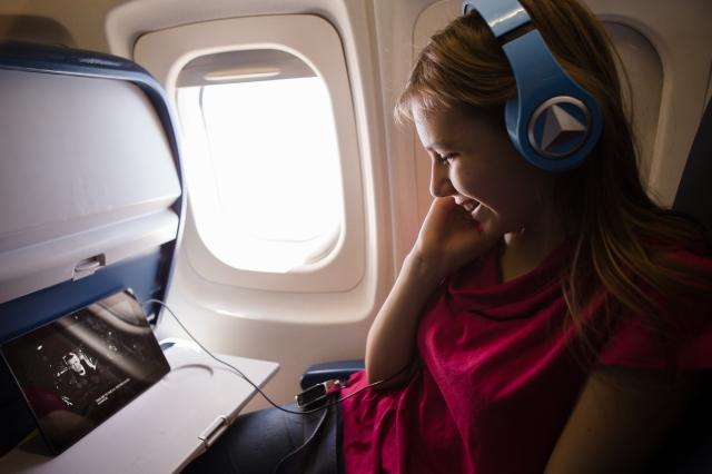 watching Philadelphia Story on the plane